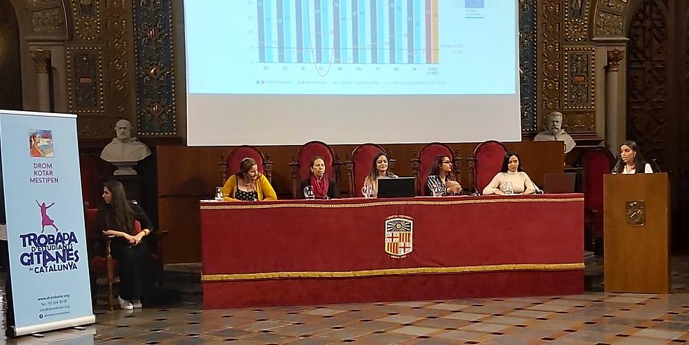 Las mujeres gitanas hacen suya la Universidad de Barcelona por una tarde con la voluntad de que sea para siempre
