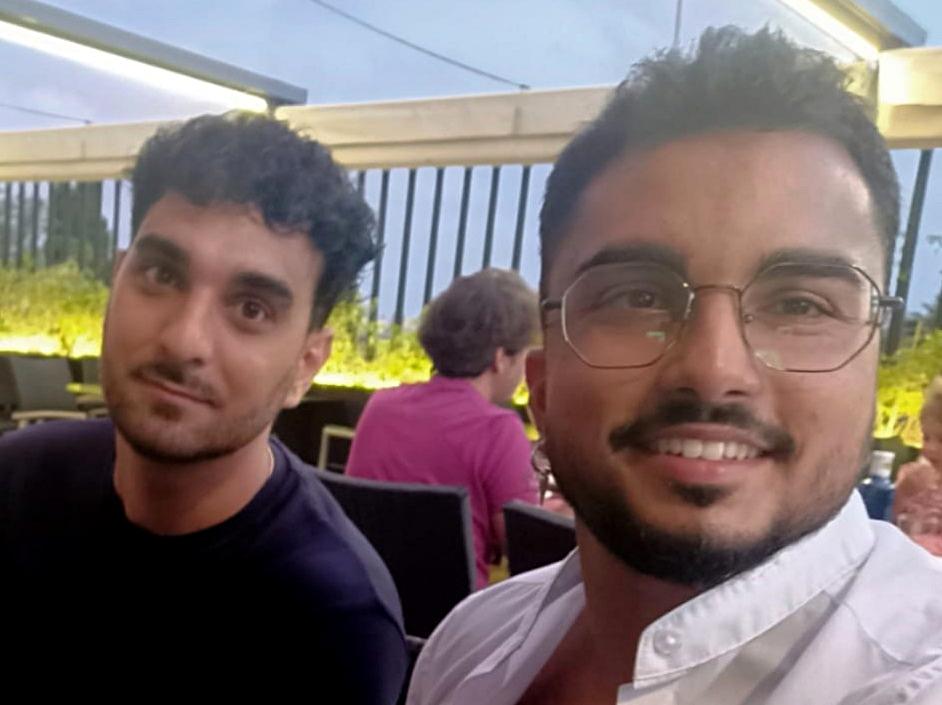 Entrevistem a Antón Fernández i Aquilino Jiménez, dos estudiants de Treball Social que han decidit portar la cultura i la història gitana a les aules universitàries